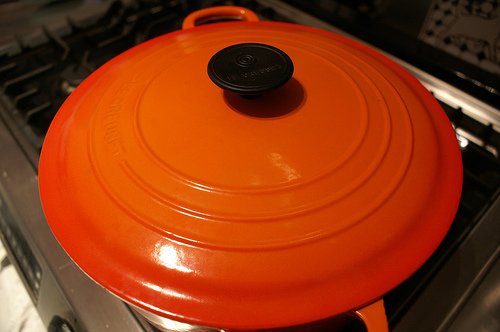 Orange_dutch_oven